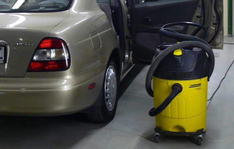 Мощный моющий пылесос Karcher MV4