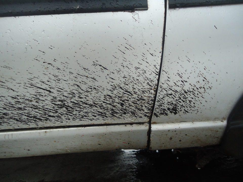Капли битума на кузове автомобиля